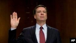 Giám đốc FBI James Comey tuyên thệ trước một buổi điều trần tại Hạ viện Hoa Kỳ ngày 8/7/2015.
