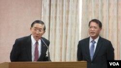 台湾外长(左)在立法院(美国之音张永泰拍摄)