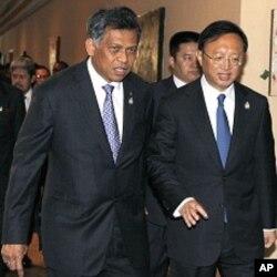 東盟秘書長素林與中國外長楊潔篪2011年7月出席東盟會議