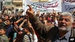 Cư dân trong thị trấn Binish của Syria biểu tình phản đối chính phủ