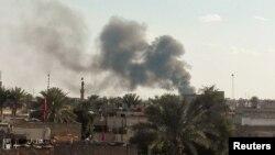 Khói bốc lên từ vụ đánh bom xe tự sát ở Baghdad, Iraq.
