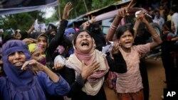 Wasu matan Rohingya suke kuka yayin da a ke taron cika shekara guda da irin ukubar da suka fuskanta a Myanmar a bara
