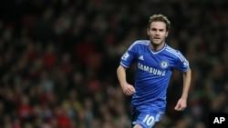 Pemain Chelsea Juan Mata, yang dibajak Manchester United, belum mampu mendongkrak prestasi klub tersebut. (Foto: Dok)