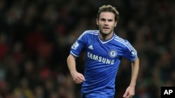 Juan Mata de Chelsea jubile après son but lors contre Arsenal à la ligue anglaise de football au stade des Emirates à Londres, 29 octobre 2013.