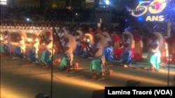 Le ballet national du Rwanda en prestationau Fespaco 2019, à Ouagadougou, Burkina, 2 mars 2019. (VOA/Lamine Traoré)