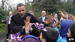 El estudiante de quinto grado, quiso acompañar a su padre a un evento para saludar al Presidente, que siempre se ha mostrado muy cercano a los niños.