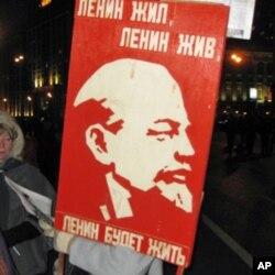 俄共十月革命節莫斯科集會中的列寧像