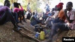Un grupo de civiles se refugia de la violencia en un complejo de Naciones Unidas en las afueras de Juba, capital de Sudán del Sur.