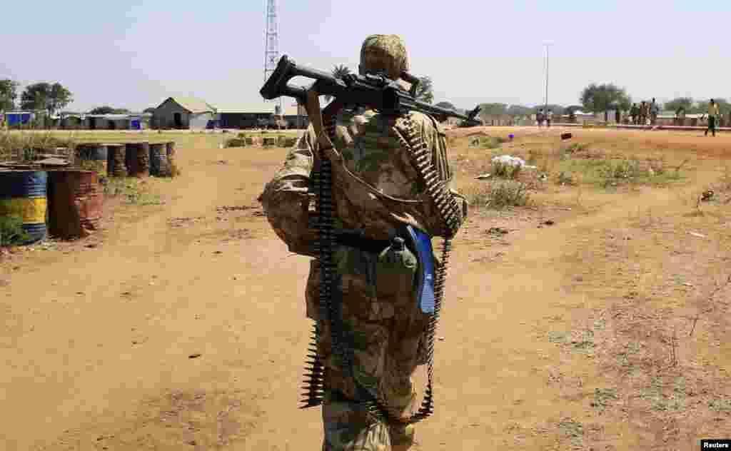 لڑائی کے باعث جنوبی سوڈان کے لگ بھگ پچاس ہزار افراد ملک میں اقوام متحدہ کی تنصیبات میں پناہ لیے ہوئے ہیں۔