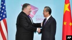 آقای پمپئو در سنگاپور با سایر مقامات از جمله وزیر خارجه چین دیدار کرد.