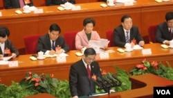 中國最高法院院長周強做工作報告(資料照片)(美國之音葉兵,艾倫 拍攝)