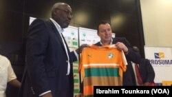 Marc Wilmots, le nouveau sélectionneur des Eléphants de la Côte d'Ivoire à Abidjan, Côte d'Ivoire, 22 mars 2017. (VOA/Ibrahim Tounkara)