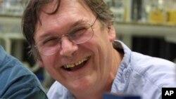 Tim Hunt, ilmuwan Inggris pemenang Hadiah Nobel untuk Kedokteran, di laboratoriumnya di London. (Foto: Dok)