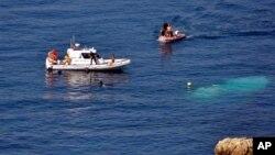 Береговая охрана Турции ведет поиск на месте крушения судна, перевозившего нелегальных иммигрантов. 6 сентября 2012 г.