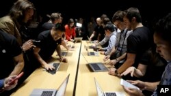 MacBook computers are shown in a demo room following the announcement of new products at Apple headquarters Thursday, Oct. 27, 2016, in Cupertino, Calif. (AP Photo/Marcio Jose Sanchez)