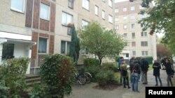 تصویر یک آپارتمان در مجموعه ای که متهم سوری در آن دستگیر شد