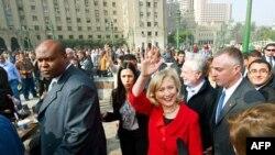 Sekretarja e Shtetit Klinton i jep fund vizitës në Egjipt