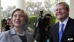 Ngoại trưởng Hoa Kỳ Hillary Clinton (trái) và Ngoại trưởng Australia Kevin Rudd tại Melbourne, ngày 8/11/2010