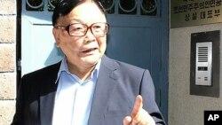 지난 7월 북한 김정은 제1위원장에게 가족 송환을 요구하는 서신을 가지고 제네바 주재 북한 대사관을 방문한 오길남 박사.