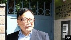 28일 김정은에게 보내는 서신을 가지고 제네바 주재 북한 대사관을 방문한 오길남 박사.