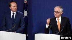 Bộ trưởng Nội vụ Australia Peter Dutton (trái) và Thủ tướng Malcolm Turnbull.