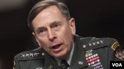 Jendral David Petraeus, komandan U.S. and NATO di Afghanistan, berbicara di sidang Komisi Angkatan Bersenjata Senat Amerika mengenai Afghanistan