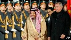 Король Саудовской Аравии Сальман бен Абдель-Азиз Аль Сауд и вице-премьер РФ Дмитрий Рогозин