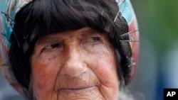 康妮持標語反對核武持續了35年