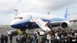 """波音787""""梦想客机""""2011年6月在华沙首次亮相"""