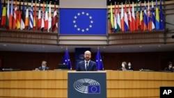Chủ tịch Hội đồng Châu Âu Charles Michel đọc diễn văn tại phiên họp khoáng đại các nhà lập pháp EU bàn về lễ nhậm chức tân Tổng thống Mỹ và tình hình chính trị hiện nay tại Quốc Hội Châu Âu ở Bruxelles, thứ Tư 20/1/2021. (AP Photo/Francisco Seco, Pool)