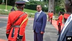 Le nouveau Premier ministre éthiopien Abiy Ahmed à Entebbe en Ouganda vendredi 8 juin 2018.