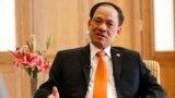 រូបភាពឯកសារ៖ លោកអគ្គលេខាធិការអាស៊ាន Le Luong Minh និយាយជាមួយអ្នកសារព័ត៌មានក្នុងសណ្ឋាគាមួយក្នុងប្រទេសភូមា នាថ្ងៃទី១១ ខែវិច្ឆិកាឆ្នាំ២០១៤។ (Reuters) 