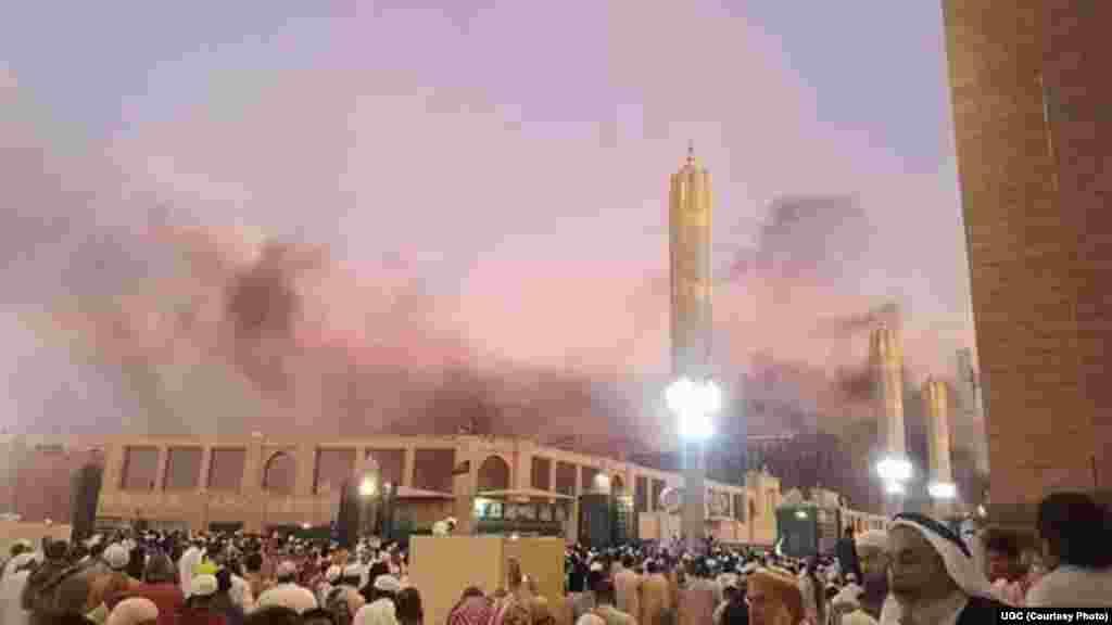 سعودی عرب کے شہر مدینہ میں مسجد نبوی کے باہر ایک چوکی پر خودکش بم دھماکے میں کم از کم چار افراد مارے گئے۔