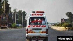 کراچی میں ایدھی سروس نے زہریلی گیس سے درجنوں افراد کے متاثر ہونے کی اطلاع دی ہے۔