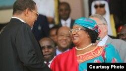 Le président Jakaya Kikwete de Tanzanie et Joyce Banda du Malawi 25 avril, 2014 (photo d'archives).