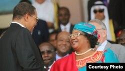 Rais Joyce Banda aliyeondoka madarakani leo baada ya kushindwa uchaguzi na Peter Mutharika