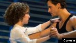 Jillian Mueller interpreta a Baby y Samuel Pergande da vida al gran bailarín, Johnny.