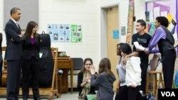 El presidente Obama alentó a los estudiantes hispanos a seguir sus sueños durante una reunión en una escuela secundaria en Arlington, Virginia.