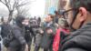 英国谴责中国警察虐待英外交官和记者