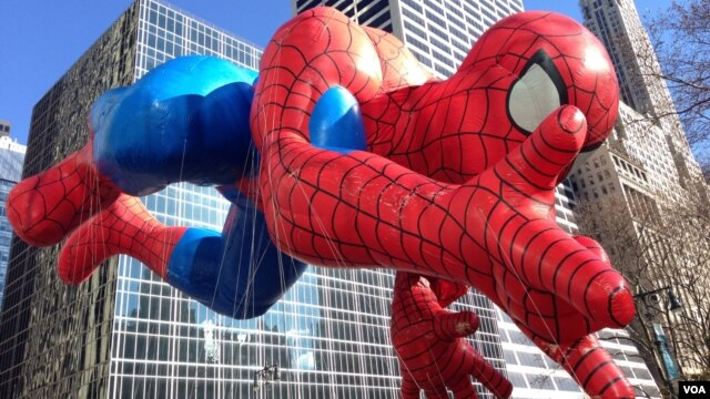 The Spider-Man balloon at the Macy's Thanksgiving parade, Nov. 28, 2013 (Photo Sandra Lemaire)