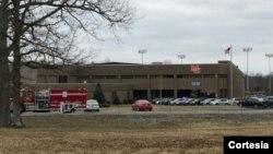 Medios locales de televisión informaron que los estudiantes de la escuela secundaria del condado Marshall fueron llevados en autobús a una escuela intermedia donde los padres pueden recogerlos.
