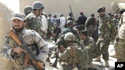 3月13号,塔利班激进分子在坎大哈向参加16名村民追悼会的喀布尔高级代表团开火,一名阿富汗军人遇难。