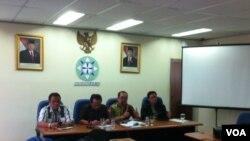 Konferensi pers Dewan Pers terkait kasus kekerasan terhadap jurnalis di Kalimantan Timur. (VOA/Andylala Waluyo)