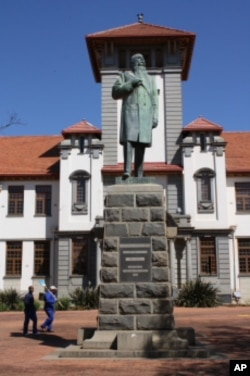 A statue of Afrikaner hero, Marthinus Theunis Steyn, dominates the Free State University's main square.