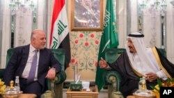 عراقی وزیر اعظم حیدر العبیدی جدہ میں سعودی فرما روا کنگ سلمان سے ملاقات کر رہے ہیں۔ 19 جون 2017