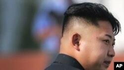 Severnokorejski lider Kim Džong Un dolazi na groblje palih boraca Korejske narodne armije u Pjongjangu, 25. jula 2013.