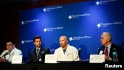 미 군부대 총기 난사 사건 부상자들이 치료를 받고 있는 스콧화이트메모리얼 병원에서 3일 담당 의사와 병원 관계자들이 참석한 기자회견이 열렸다.