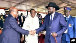 FILE - President Omar al-Bashir of Sudan, left, and President Salva Kiir of South Sudan shake hands during the inauguration ceremony of Uganda's long-time president Yoweri Museveni in the capital Kampala, May 12, 2016.