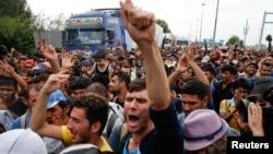匈牙利与塞尔维亚边界爆发难民危机