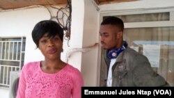Ces deux jeunes camerounais non-intéressés à la green card américaine estiment que les garanties ne sont pas pérennes une fois aux États-Unis, à l'université de Yaoundé, Cameroun, 5 octobre 2017. (VOA/Emmanuel Jules Ntap)